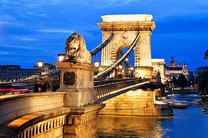 hungary-budapest-chain-bridge-evening
